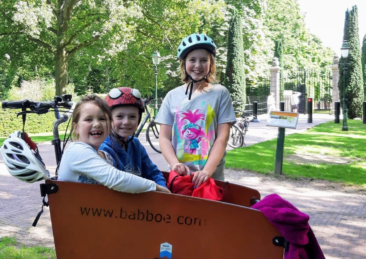 kids cycling the hague forest stop royal Verita's Visit