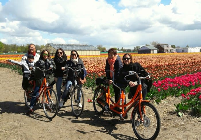 Cycling family tulip fields bloementocht generaties Verita's Visit